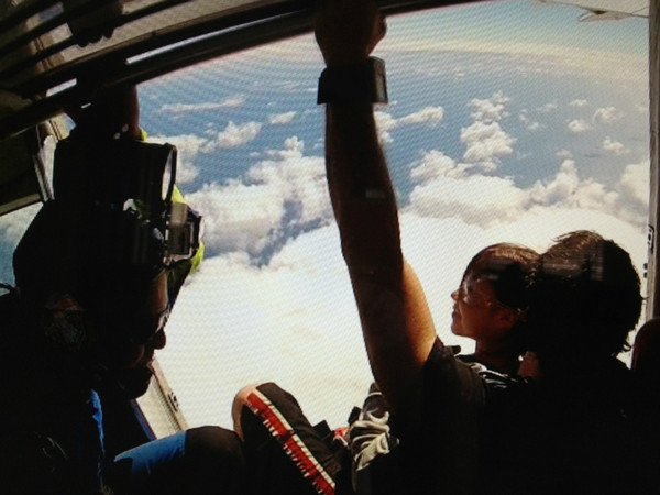 130105skydiving2